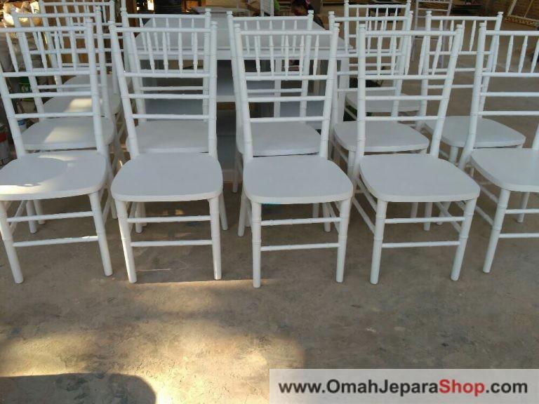 Kursi Tiffany putih duco minimalis