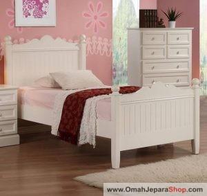 Tempat Tidur Anak Putih Motif Renda